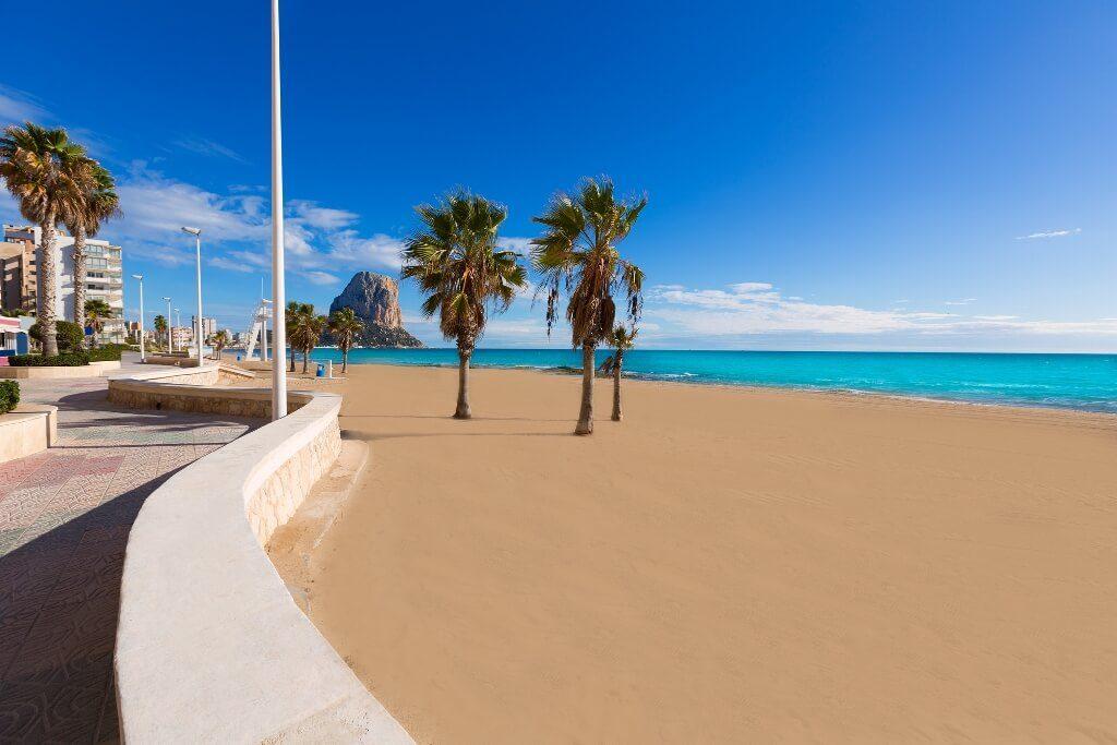 Город Кальпе, Испания. Пляжи Кальпе. Пеньон де Ифач