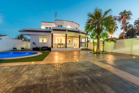 Buy a villa in Orihuela Costa