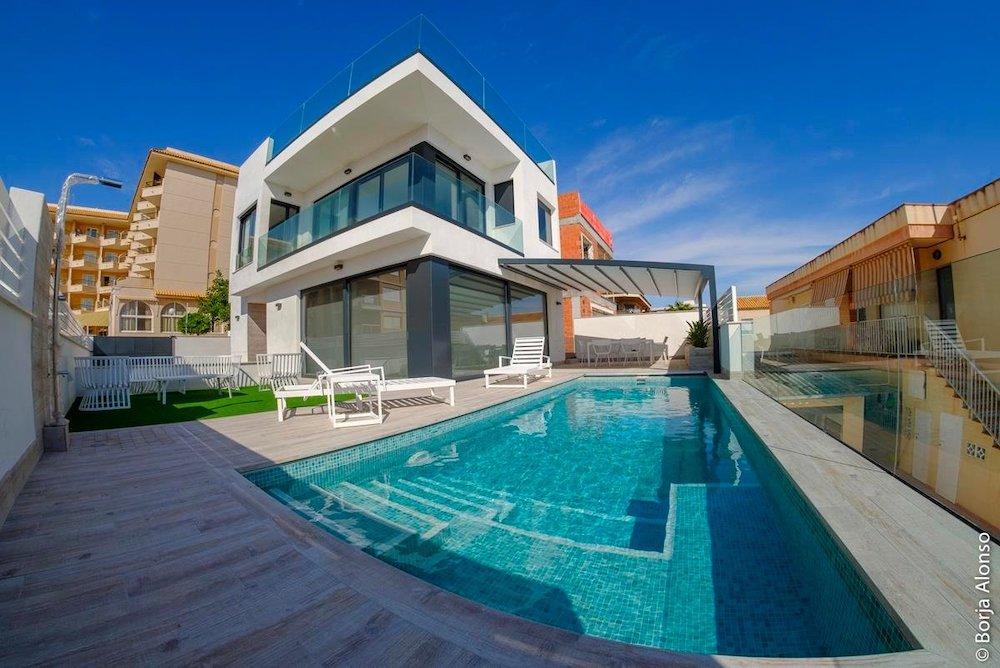 Недвижимость в Испании у моря
