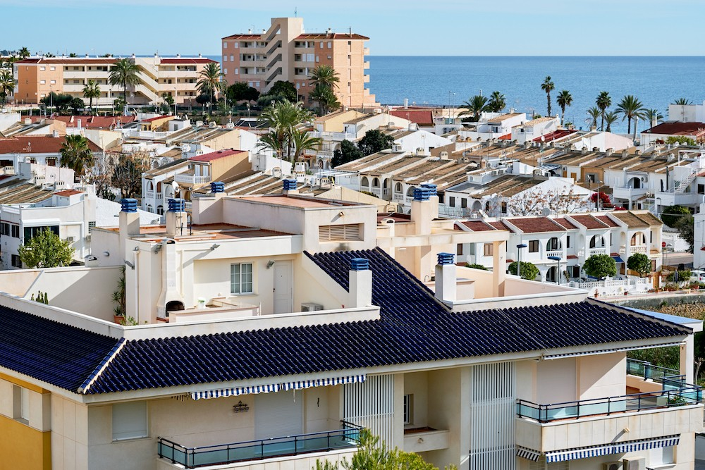 Пилар-де-ла-Орадада: обзор города и недвижимости