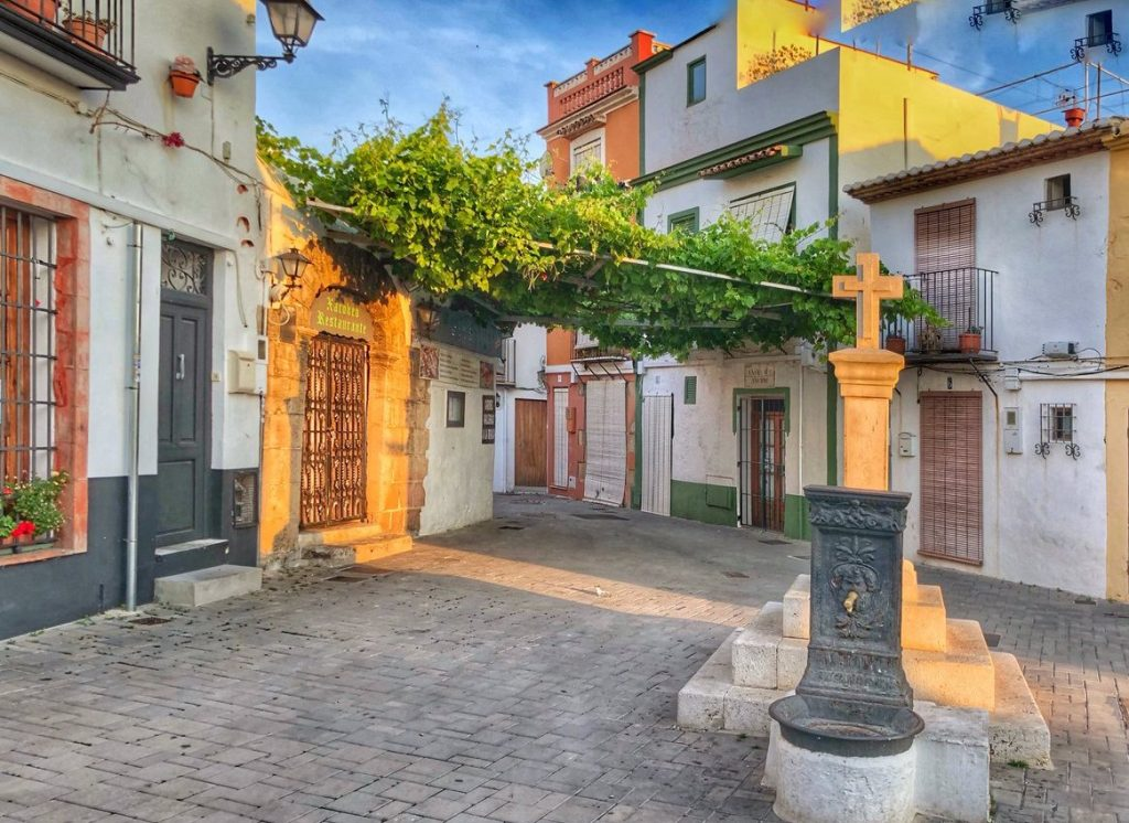 Denia, Spain: overview of the town, tourist attractions and real estate