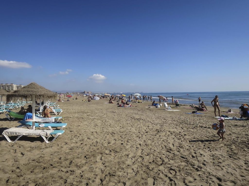 Патакона, Валенсия: обзор района и недвижимости. Пляж Патакона Валенсия