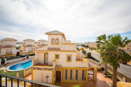New Villa with furniture and pool in Cabo Roig